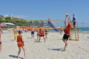 гра у волейбол команди Вірамакс