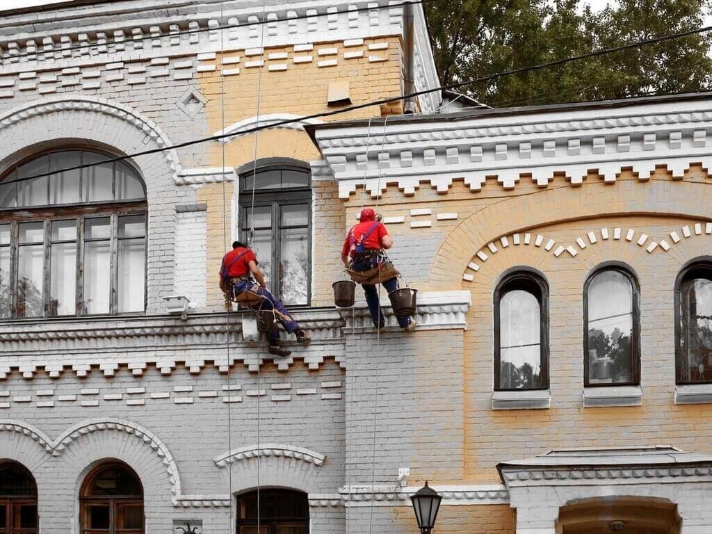 Обслуживание фасадов зданий: BMU-система – с чего начать?
