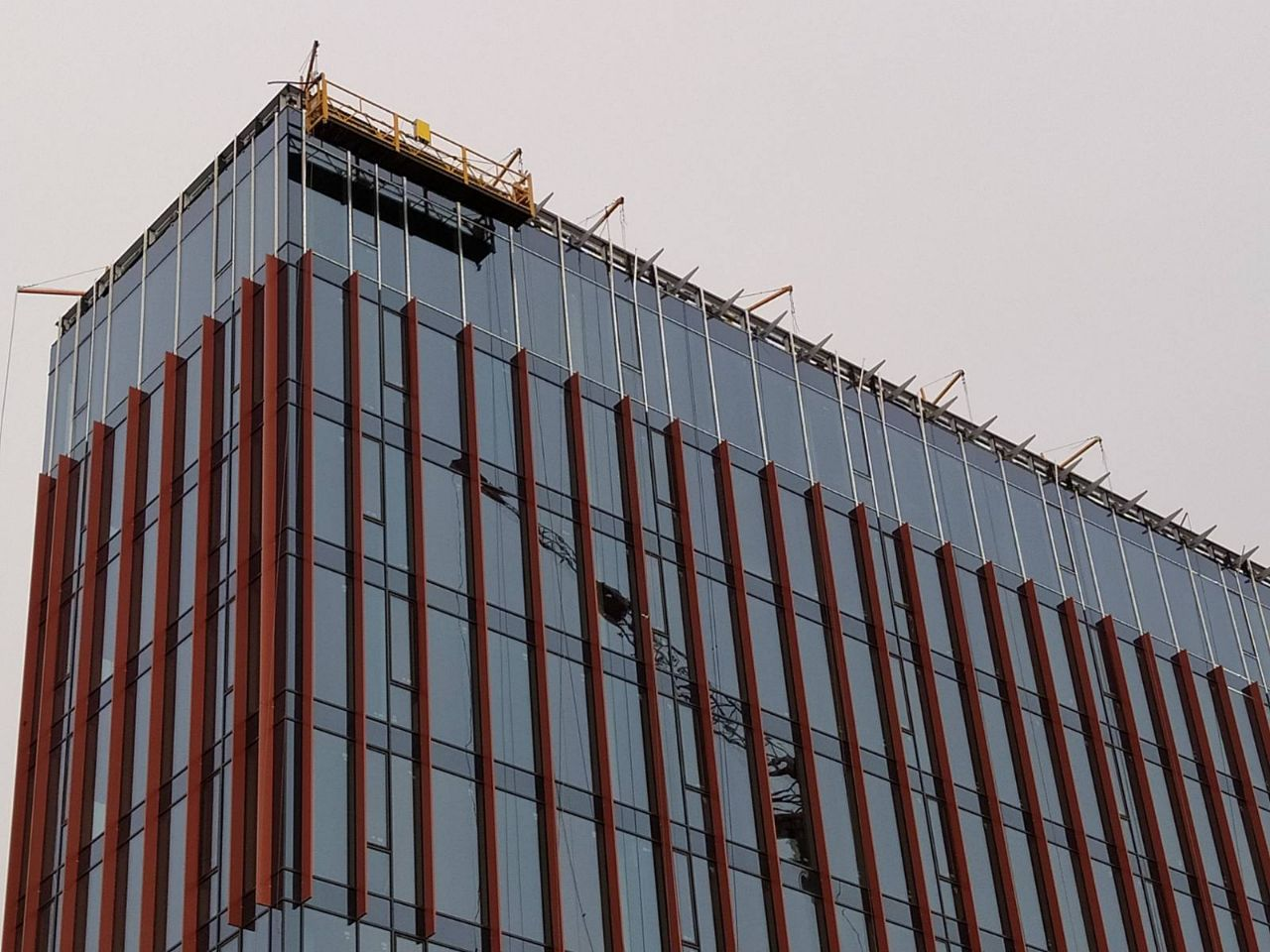 монтаж кронштейнов фасадной системы BMU на ТРЦ Ретровилль